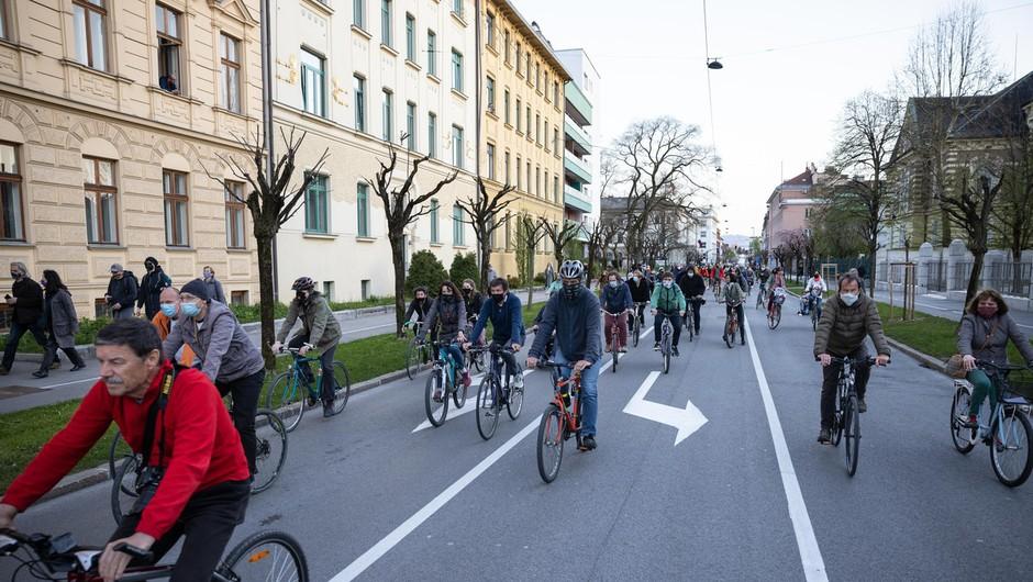 Petkovi protestniki na kolesih so tokrat izrazili tudi podporo STA (foto: profimedia)