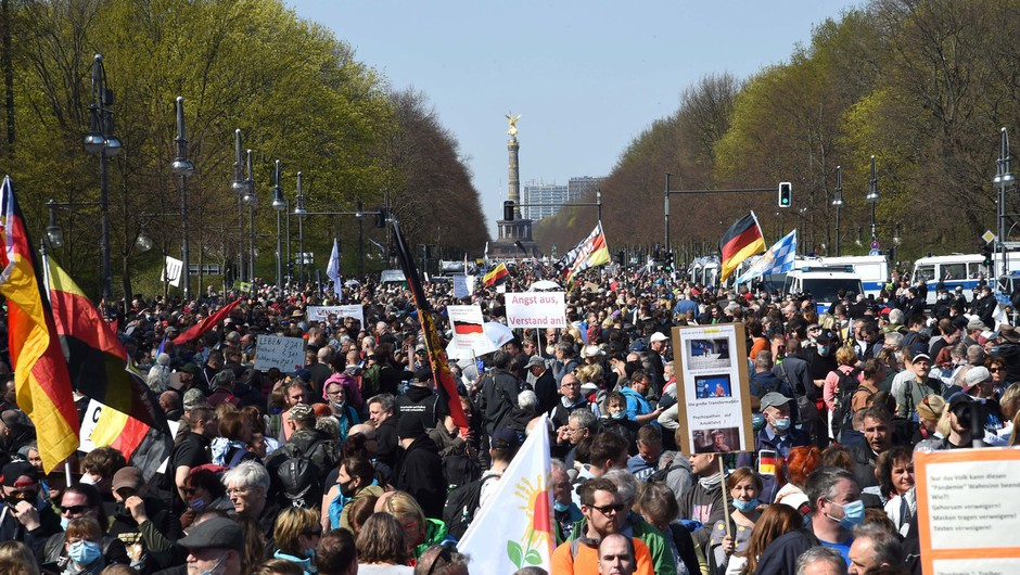 Po številnih mestih na vseh koncih sveta protestna zborovanja ob prazniku dela (foto: profimedia)