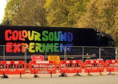 V Liverpoolu poskusna zabava brez mask in medsebojne razdalje s pet tisoč udeleženci