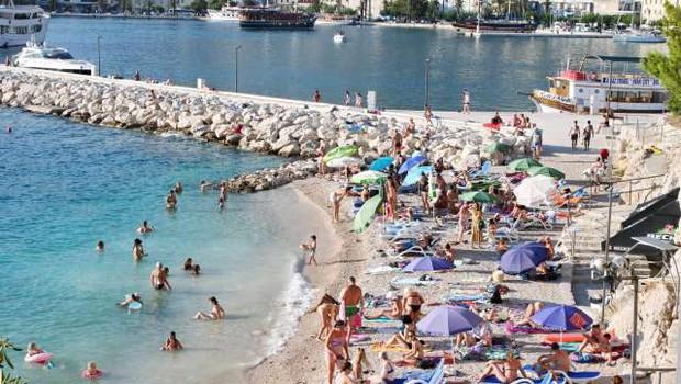 Na Hrvaškem v prvih štirih mesecih 10 odstotkov manj turistov (foto: Hina/STA)