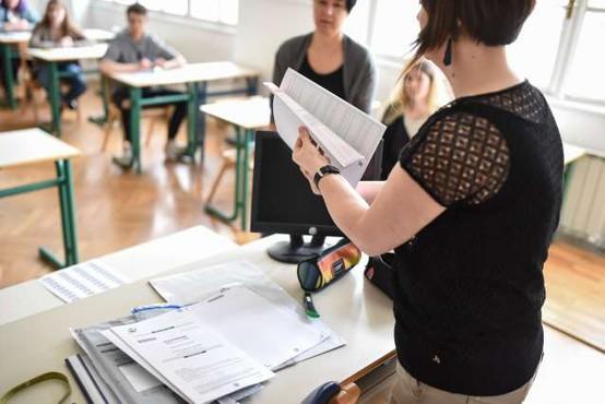 V srednjih šolah se s pisanjem eseja iz maternega jezika začenja splošna matura