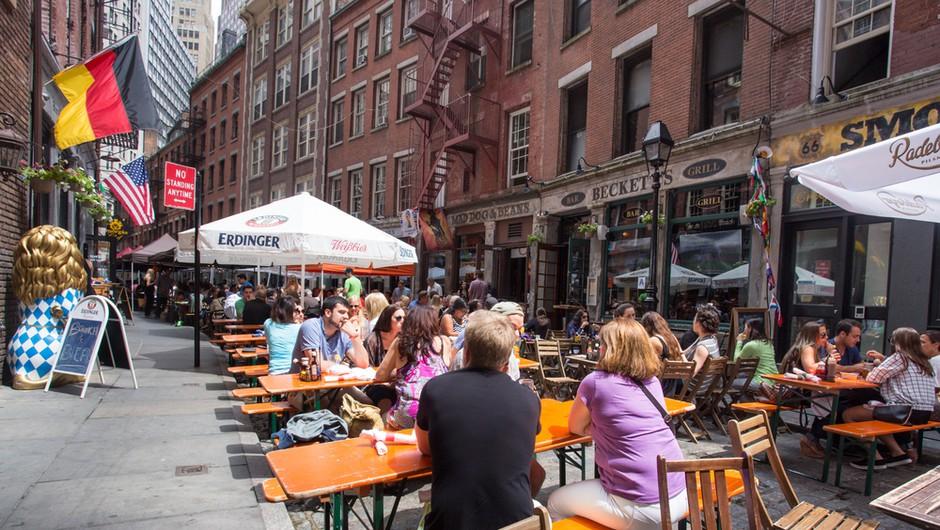 V New Yorku od 19. maja začetek procesa popolnega odpravljanja omejitev (foto: Profimedia)