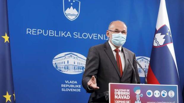 Kacin ob večjih dobavah cepiva v prihodnjih tednih poziva k cepljenju (foto: Daniel Novakovič/STA)