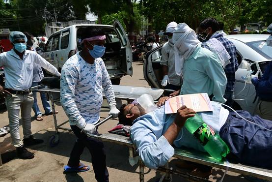 V Indiji rekordno dnevno število žrtev covida-19
