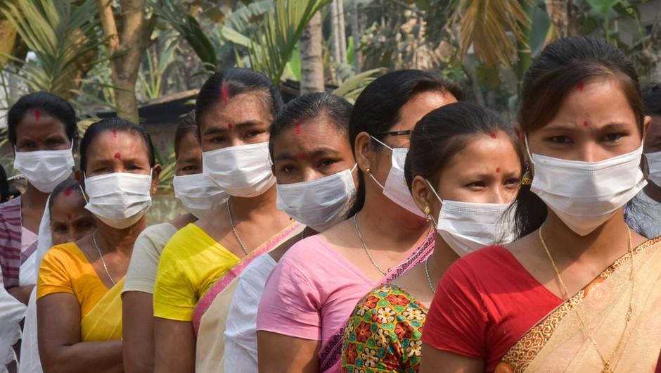 V Indiji se epidemija ne umirja, v zadnjem dnevu potrdili največ okužb doslej (foto: Shutterstock)