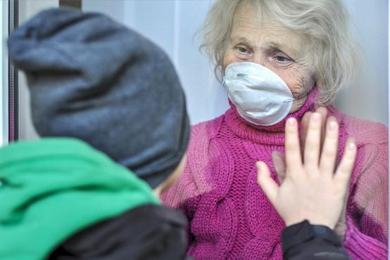 """WHO: """"Na področju javnega zdravja sto let ni bilo takšnih izzivov, vsak od nas je v tej grozljivi pandemiji kaj izgubil"""""""