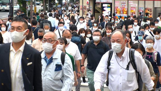 Na Japonskem bodo zaradi povečanega števila okužb izredne razmere podaljšali do konca maja (foto: Shutterstock)
