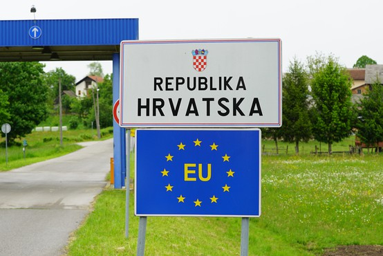 Slovensko mejo s Hrvaško bodo od naslednjega tedna varovali tudi policisti iz Estonije, Litve in Poljske