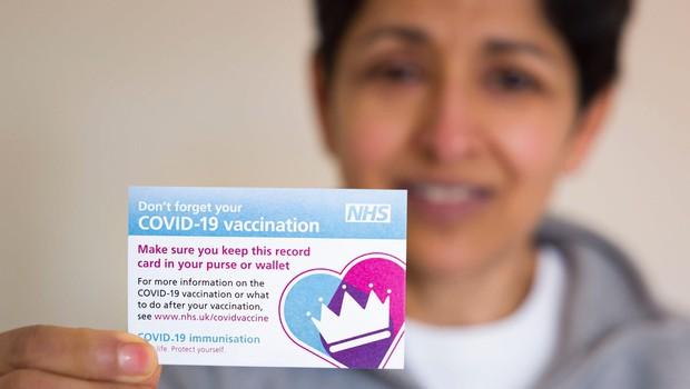 Ob tretjini cepljenih v Veliki Britaniji napovedali dodatno sproščanje omejitev (foto: profimedia)