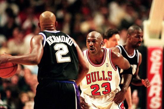 Majico legendarnega košarkarja Michaela Jordana na dražbi prodali za dober milijon evrov