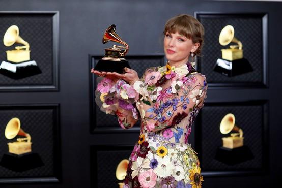 Taylor Swift kot prvi ženski nagrada brit za globalno ikono