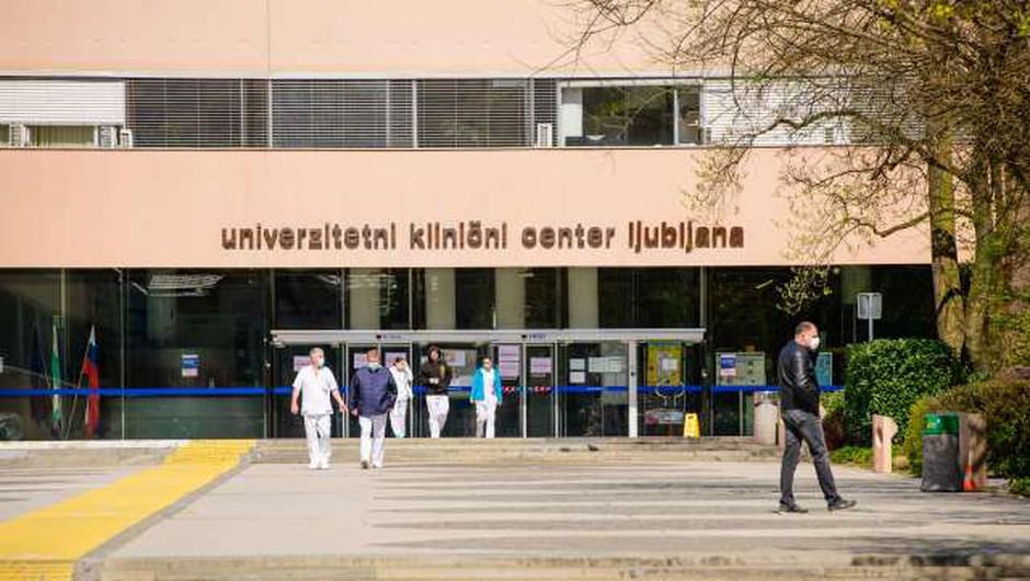 """""""Ni res, da bi 20-letnik oslepel zaradi avtoimune reakcije na cepivo!"""" (odziv iz UKC Ljubljana) (foto: Nebojša Tejić/STA)"""