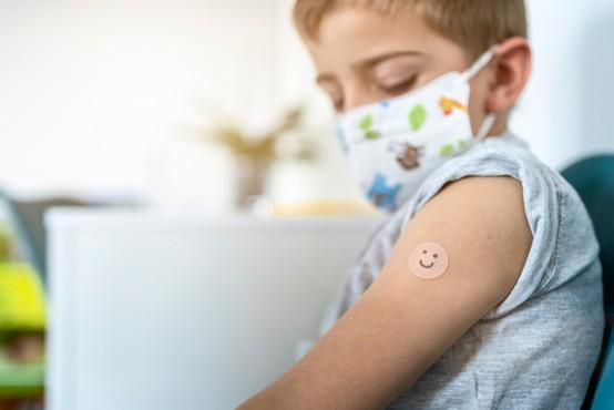 V ZDA odobrili uporabo cepiva Pfizer in BioNTech tudi za stare od 12 do 15 let