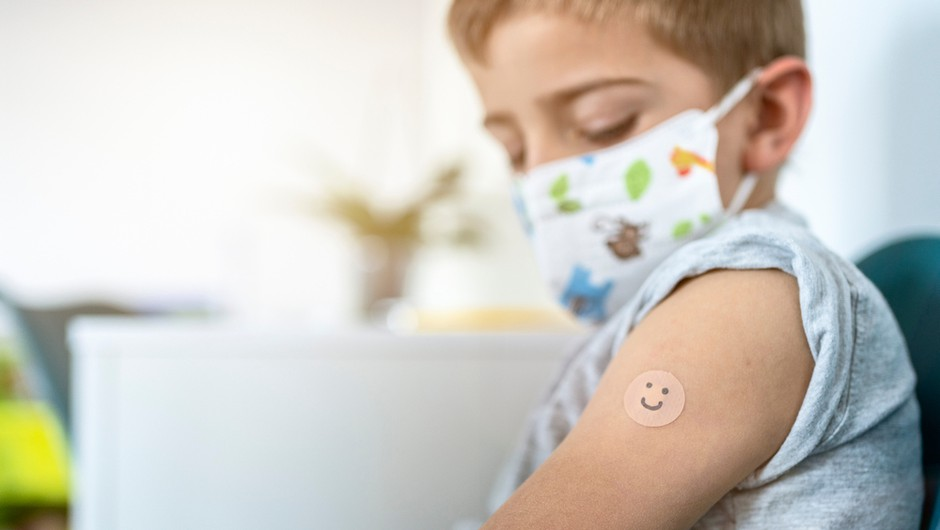 V ZDA odobrili uporabo cepiva Pfizer in BioNTech tudi za stare od 12 do 15 let (foto: Shutterstock)