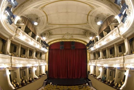 Prvo predstavo v ljubljanski Drami po dolgem času bodo lahko spremljali trije gledalci
