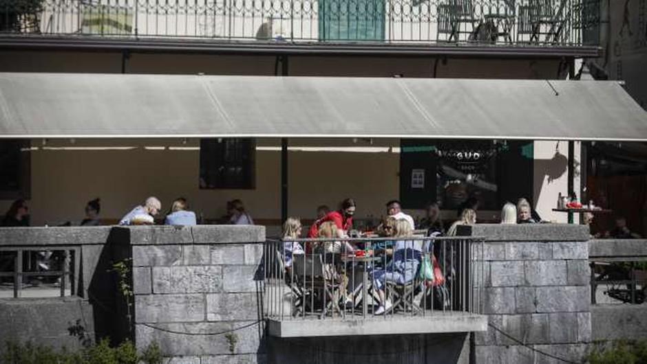 Vlada podaljšuje dovoljen čas opravljanja gostinske dejavnosti (foto: Anže Malovrh/STA)