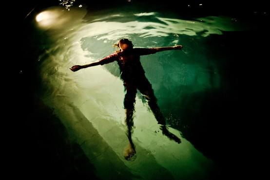 Ženska, ki so jo uspeli oživeti, ko se je utapljala, razloži, kaj občutimo, ko umiramo!