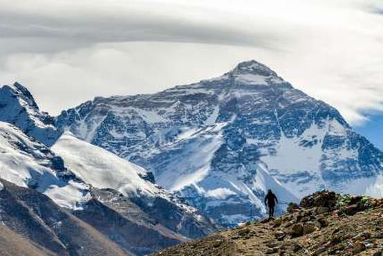 Blizu vrha Mount Everesta umrla dva alpinista