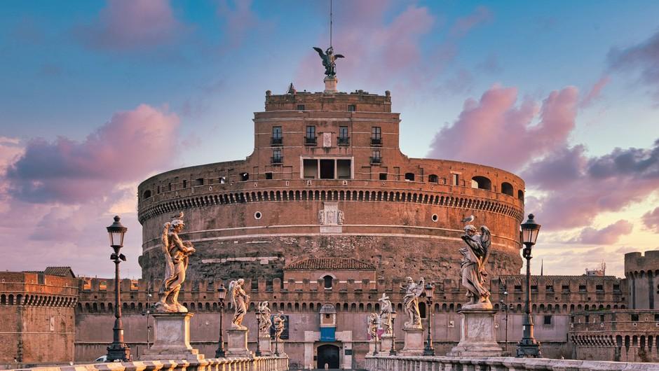 Italija bo v nedeljo odpravila obvezno karanteno za članice EU, Veliko Britanijo in Izrael (foto: profimedia)