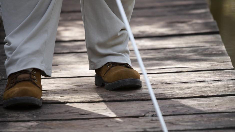 Z mrežo spremljevalcev se slepi in slabovidni enakopravno vključujejo v socialno okolje (foto: profimedia)