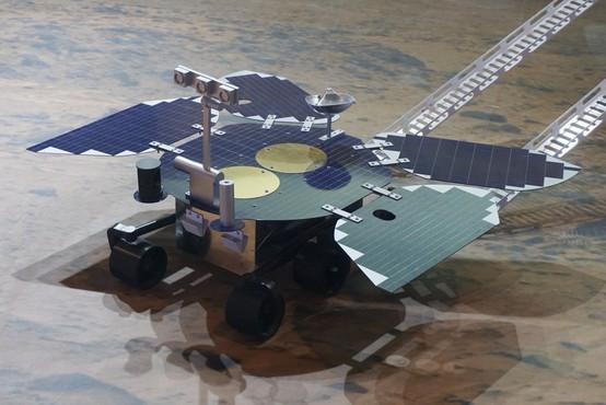 Kitajski rover Zhurong pristal na Marsu, tri mesece bo iskal znamenja življenja na planetu