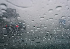 Dež ovira tudi promet, na gorenjski avtocesti že dve prometni nesreči