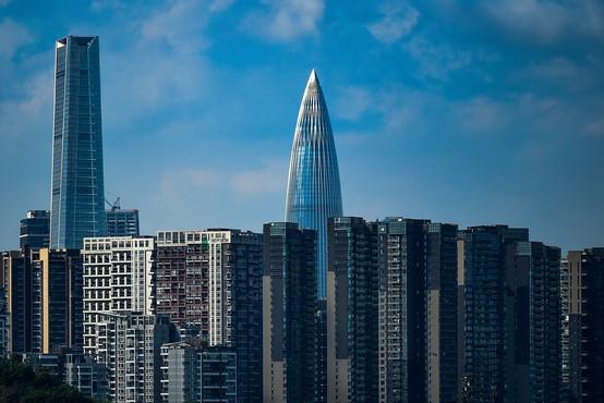 Zaradi nevarnega majanja evakuirali nebotičnik v Shenzhenu