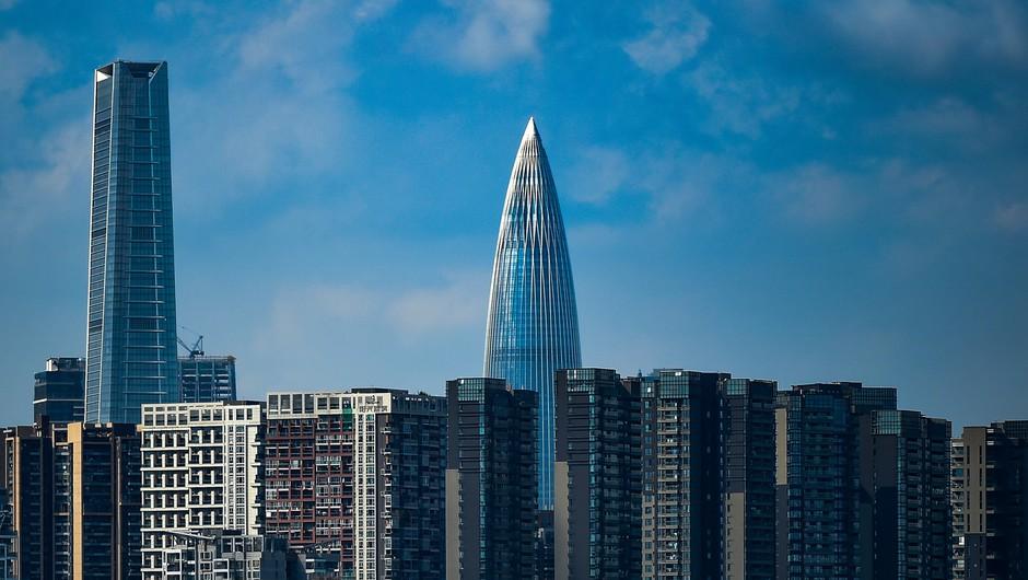 Zaradi nevarnega majanja evakuirali nebotičnik v Shenzhenu (foto: Profimedia)