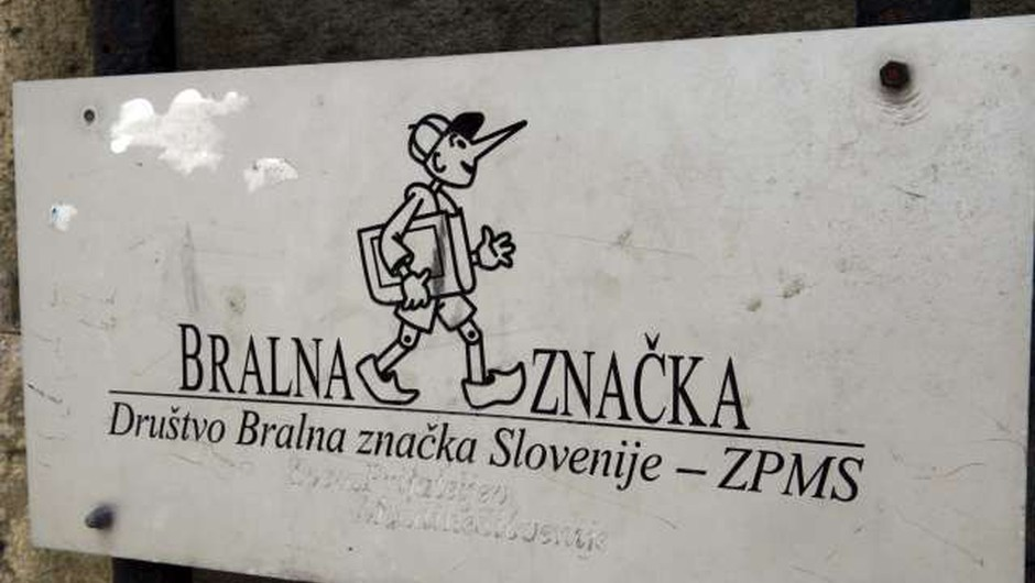 Bralna značka že 60 let spodbuja k prostovoljnemu branju v prostem času (foto: Tina Kosec/STA)