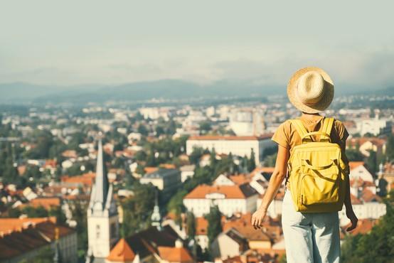 Dodatno sproščanje ukrepov ta teden ni predvideno, Slovenija ostaja v rumeni fazi