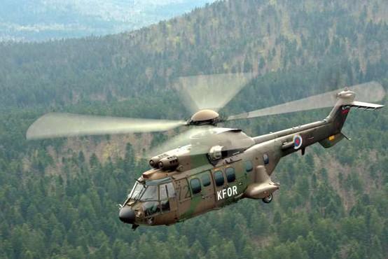 Pri Brestanici vojaški helikopter trčil v električne vode in zasilno pristal