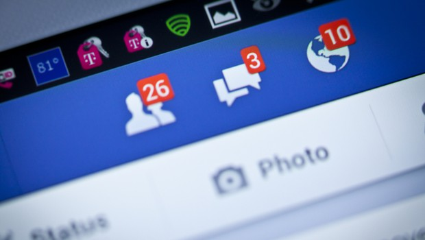 Facebooku je s pomočjo umetne inteligence uspelo zajeziti sovražni govor (foto: Shutterstock)