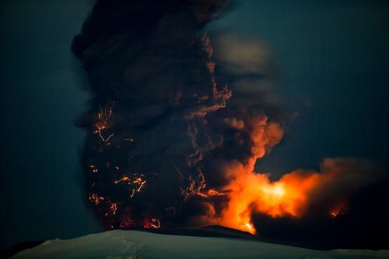 Eden najdejavnejših vulkanov na svetu, vulkan Njiragongo v Kongu, spet silovito izbruhnil