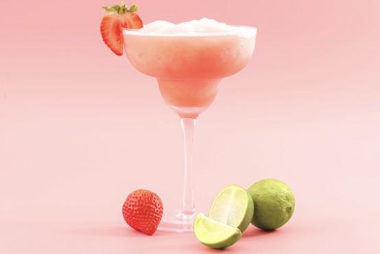 Zmrznjena tequila rosé ali tequila frosé (eden najbolj trendi koktajlov letošnje sezone)
