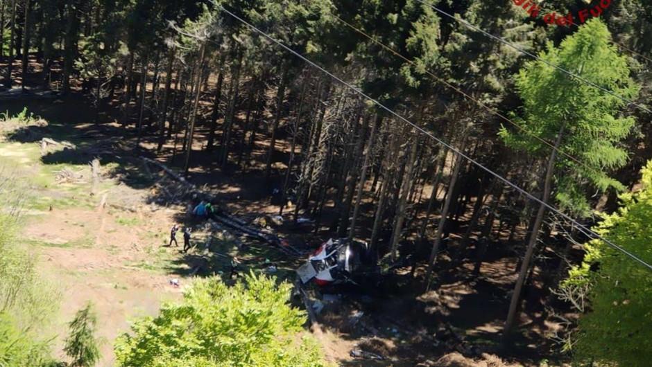 Število žrtev nesreče žičnice na severu Italije naraslo na 14 (foto: Vigili del Fuoco)
