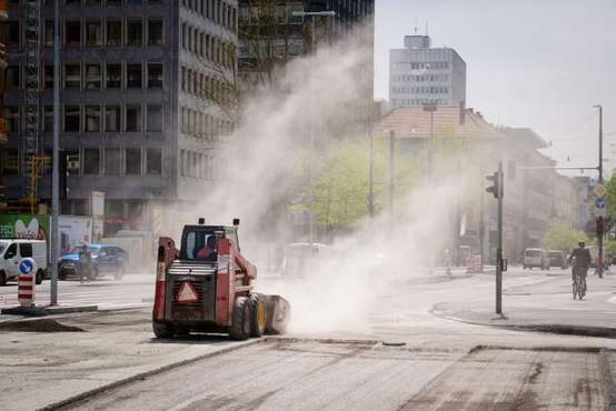 V okviru prenove Dunajske ceste v Ljubljani bodo stroje premaknili na druge odseke
