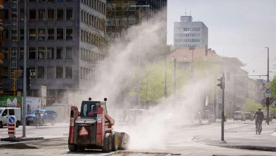 V okviru prenove Dunajske ceste v Ljubljani bodo stroje premaknili na druge odseke (foto: Nebojša Tejić/STA)