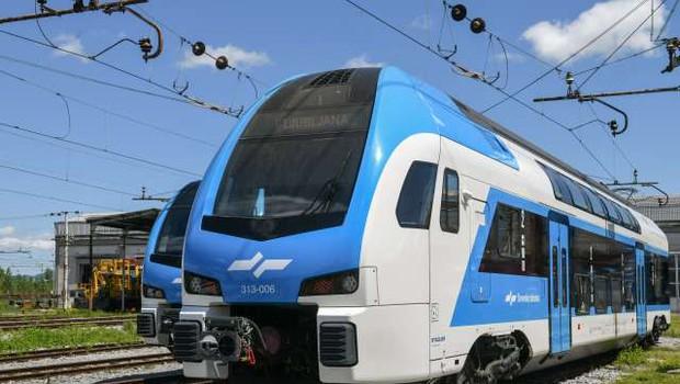 V Slovenijo pripeljal prvi od desetih dvopodnih vlakov (foto: Nebojša Tejić/STA)