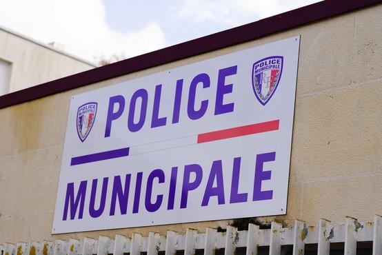 Francoska policija išče nasilneža, ki je streljal na nekdanjo partnerko in policiste