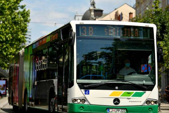 V Ljubljani in Mariboru za upokojence brezplačni prevozi z mestnimi avtobusi