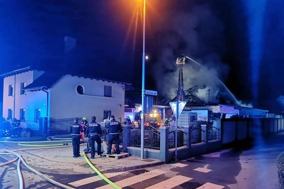 Ponoči požar izbruhnil v skladišču ene izmed trgovin na Vrhniki, nastalo za več deset tisoč evrov škode