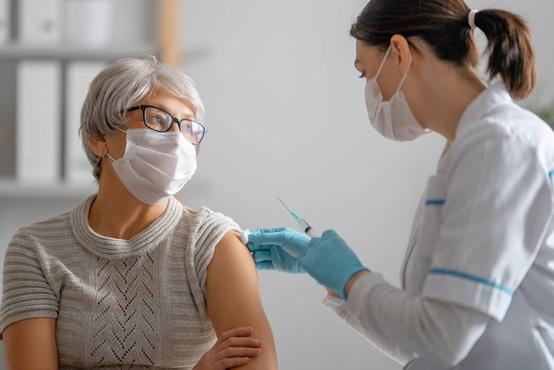 Po svetu za cepljenje proti covidu-19 ponujajo različne nagrade