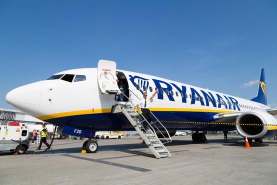 V Berlinu zasilno pristalo letalo družbe Ryanair, v ozadju naj bi bila grožnja z bombo