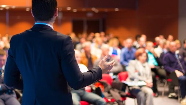 Sproščajo se omejitve tudi v kongresni dejavnosti, odslej dovoljena polovična zasedenost fiksnih sedišč (foto: Shutterstock)