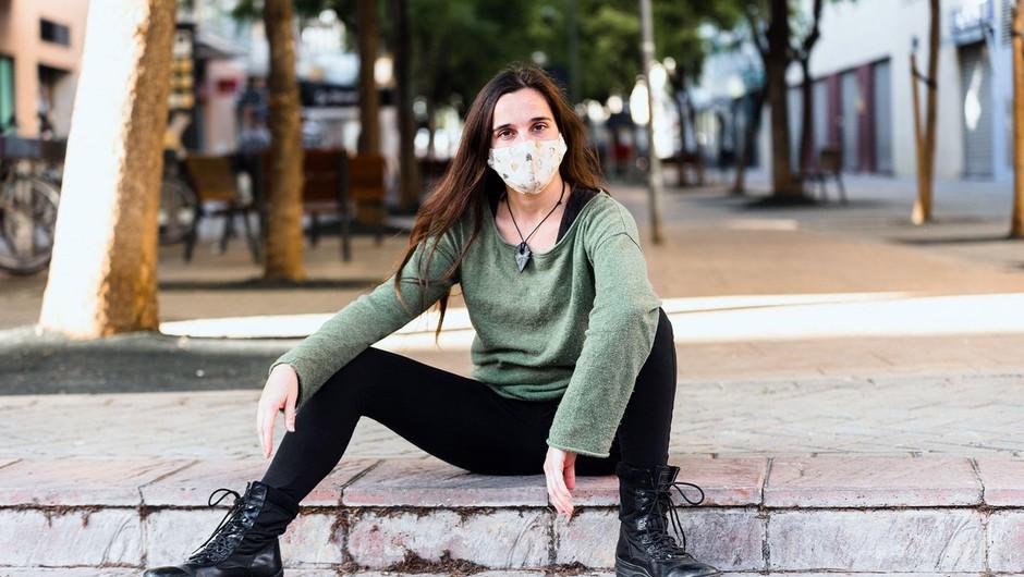 Zakaj cepljeni z dvema odmerkoma, ki ne rabijo več nositi maske, te VSEENO nosijo? (foto: profimedia)