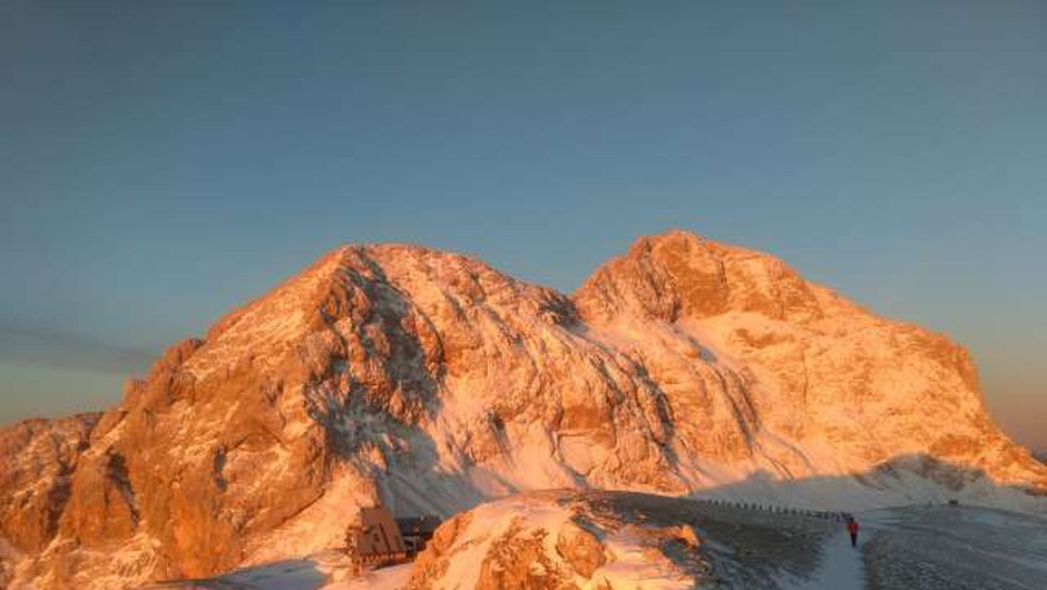 V visokogorju še vedno veliko snega, zato previdno v gore (foto: Aljoša Rehar/STA)