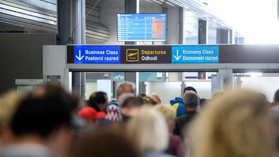 Letalski potnik bo na razširjenem brniškem terminalu spoznaval identiteto Slovenije (foto: Nebojša Tejić/STA)