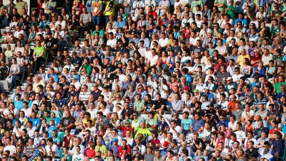 Na kulturnih in športnih prireditvah po novem do 75 odstotkov razpoložljivih sedišč (foto: Anže Malovrh/STA)