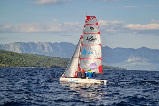 Slovenca postavila Guinnessov rekord v prejadrani razdalji v dvoje na jadrnici tipa dinghy