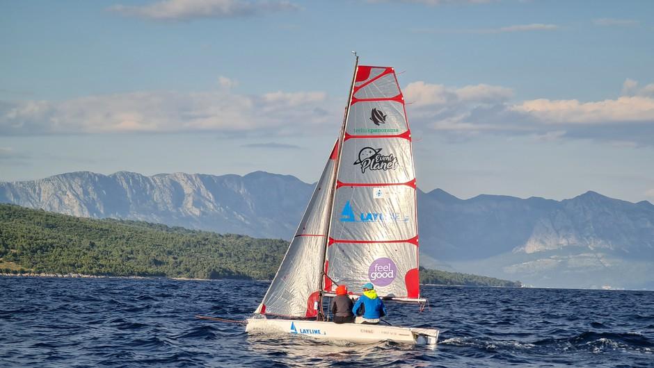 Slovenca postavila Guinnessov rekord v prejadrani razdalji v dvoje na jadrnici tipa dinghy (foto: Layline)